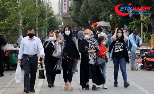 İran Cumhurbaşkanı Ruhani'ye 'kentleri en az 15 gün karantinaya alın' çağrısı