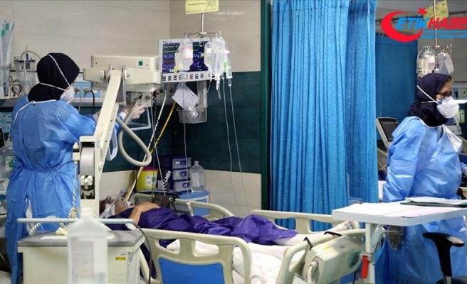 İran'da son 24 saatte 458 kişi Kovid-19'dan hayatını kaybetti