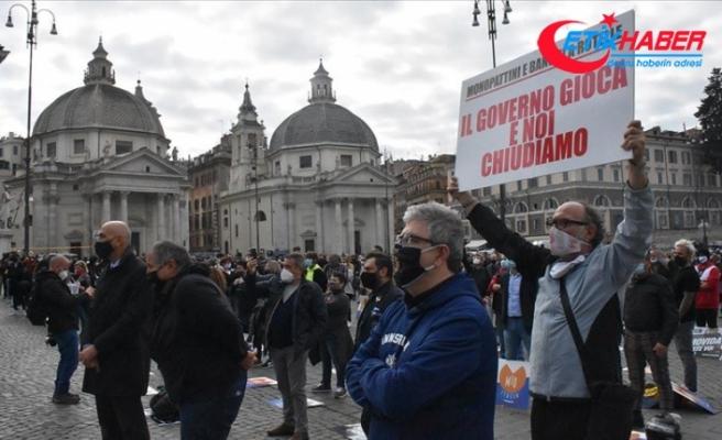 İtalya'da hizmet sektöründe çalışanlar meydana indi