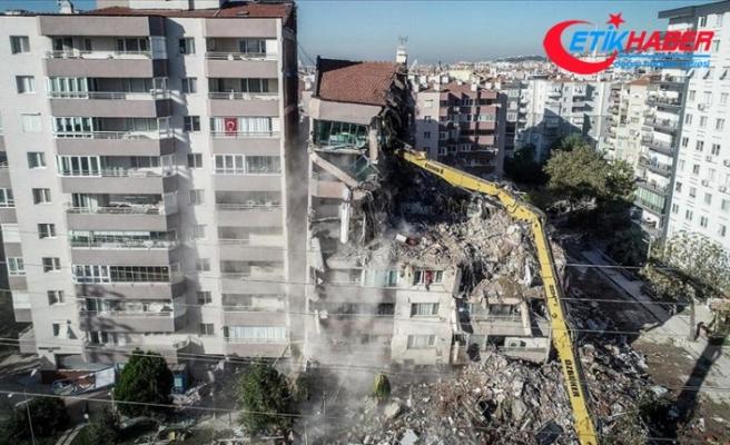 İzmir'deki depremde iki katı çöken Yılmaz Erbek Apartmanı'nda yıkım çalışmaları tekrar başladı