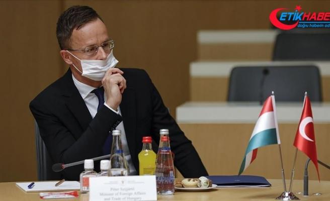 Macaristan Dışişleri Bakanı'nın Kovid-19 testi pozitif çıktı