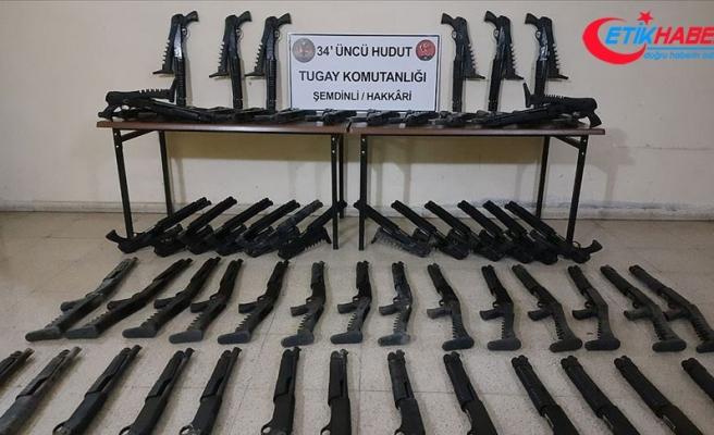MSB: Hakkari, Ağrı ve Van hududunda çok sayıda silah, mühimmat ve kaçak sigara ele geçirildi