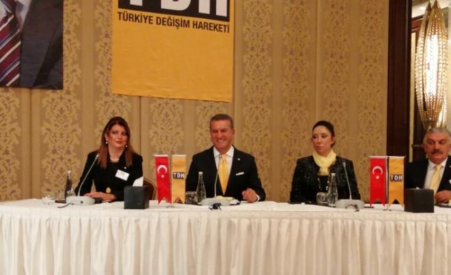 Mustafa Sarıgül kuracağı siyasi partinin kurucu üyeleri ile buluştu