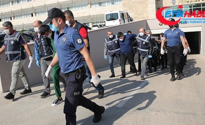 Semt pazarında 4 kişinin yaralandığı silahlı kavgaya 19 gözaltı