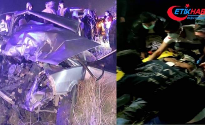 Tekstil işçilerini taşıyan minibüs otomobille çarpıştı: 14 yaralı