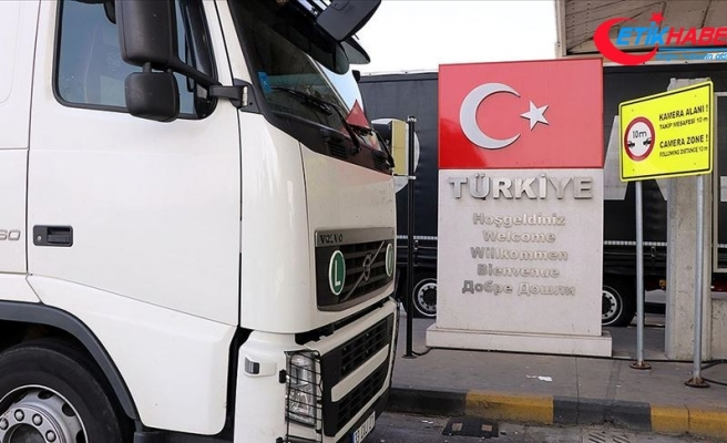 Ticaret Bakanı Pekcan: Avrupa'ya açılan sınır kapılarında tır geçiş rekoru kırıldı
