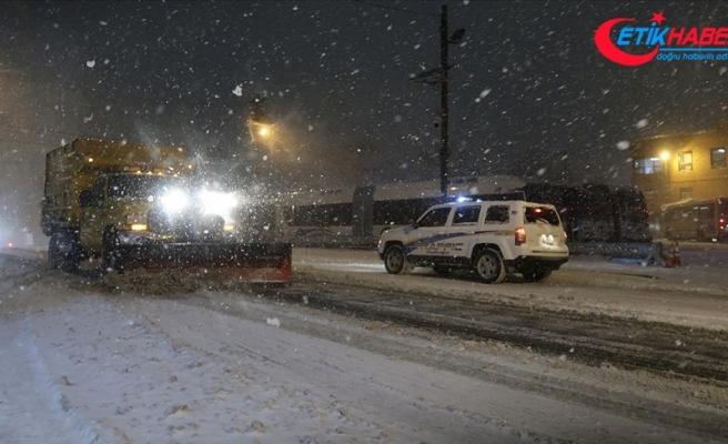 ABD'de 60 milyondan fazla kişiyi etkileyen kar fırtınasında 4 kişi hayatını kaybetti