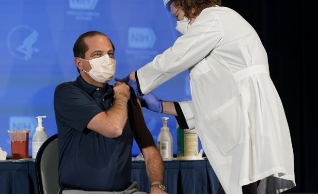 ABD Sağlık Bakanı Azar ve Dr. Fauci Covid-19 aşısı oldu