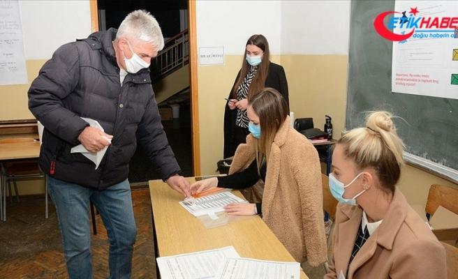 Bosna Hersek'in Mostar şehrinde halk yerel seçim için sandık başında