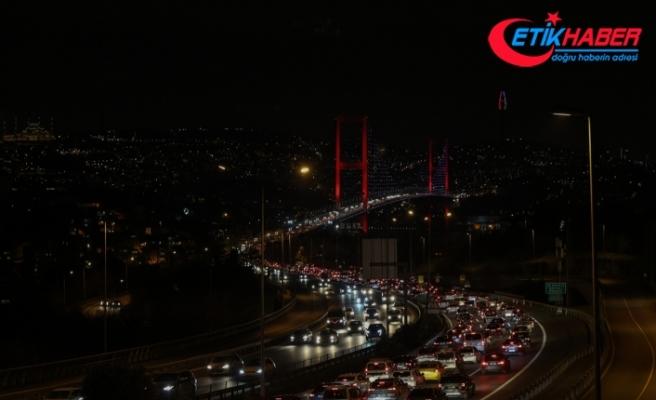 İstanbul'da sokağa çıkma kısıtlaması öncesi hareketlilik