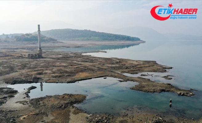 İzmir'de baraj suları altında kalan köyün kalıntıları ortaya çıktı