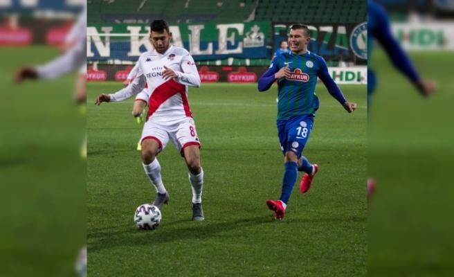 Karşılaşma ev sahibi Çaykur Rizespor'un 2-1'lik üstünlüğü ile tamamlandı