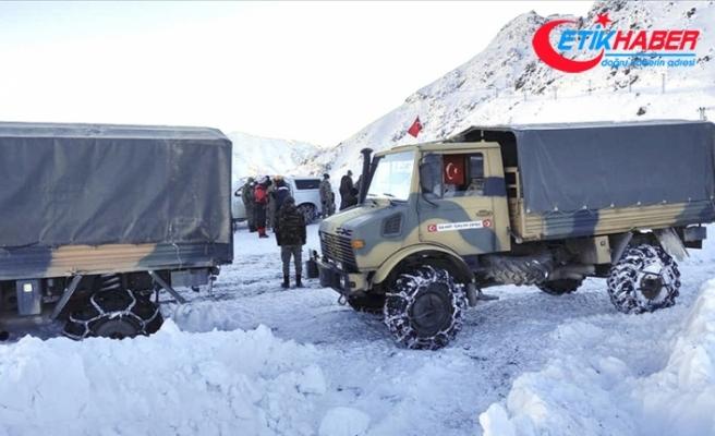 MSB: Şemdinli'de çığ düşmesi sonucu bir asker şehit oldu, bir askeri arama çalışmaları sürüyor