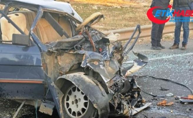Şanlıurfa'da kamyonet ile otomobil çarpıştı: 1 ölü, 1 yaralı