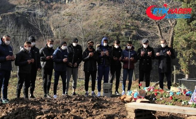 Trabzonspor Teknik Direktörü Avcı ve futbolculardan Özkan Sümer'in mezarına ziyaret