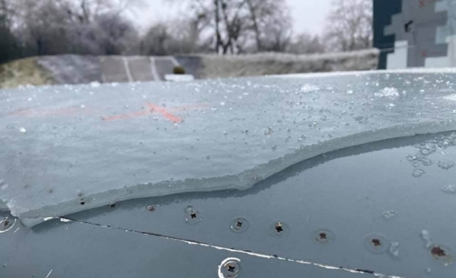 Ukrayna'da soğuktan savaş uçağı buz tuttu