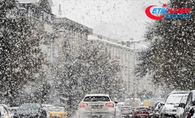 Başkentte yağmur ve kar hayatı olumsuz etkiliyor