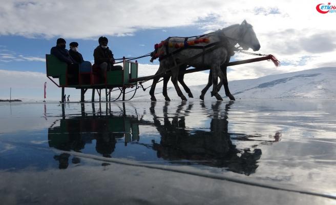 Çıldır Gölü'nde atlı kızak sezonu başladı