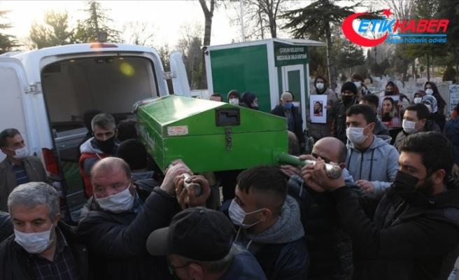 Çorum'da birlikte yaşadığı kişi tarafından boğularak öldürülen Aslıhan Dal'ın cenazesi toprağa verildi