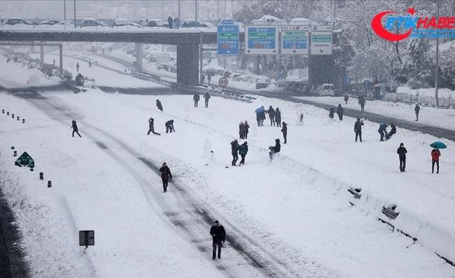 İstanbul'un yüksek kesimlerinde sulu kar yağışı görülüyor