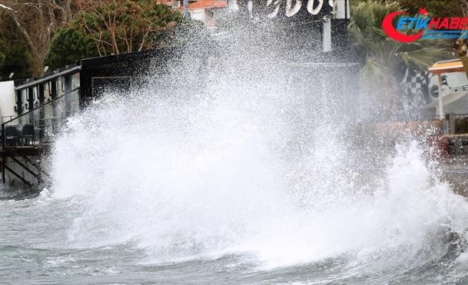 Meteoroloji, Ege'deki 'kuvvetli fırtınadan' dolayı 6 ile yönelik 'sarı uyarı' yaptı