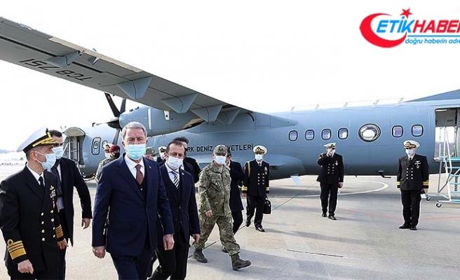 Milli Savunma Bakanı Akar Deniz Kuvvetlerinin yeni uçağında inceleme yaptı