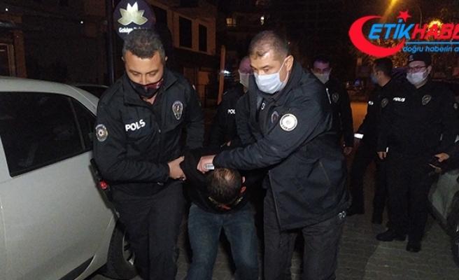 Polisin gözü önünde hava ateş açıp kaçmak istediler, kıskıvrak yakalandılar