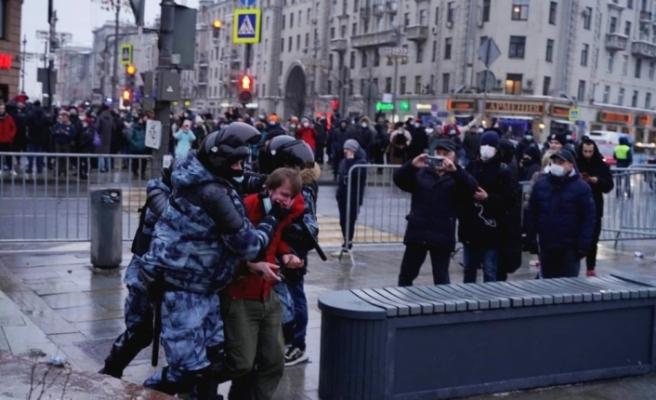 Rusya'da Navalny destekçilerine polisten plastik mermi ve gazlı müdahale