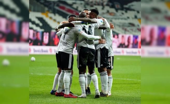 Süper Lig: Beşiktaş: 2 - Çaykur Rizespor: 0 (İlk yarı)