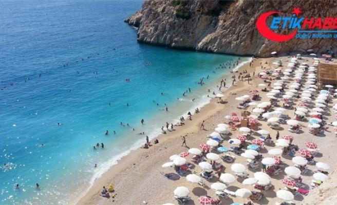 Akdeniz'deki petrol sızıntısı nedeni ile İsrail'de plajlar kapatıldı