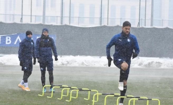 BB Erzurumspor yoğun kar yağışı altında çalıştı