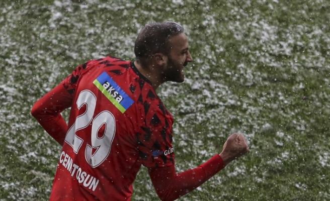 Beşiktaş'ta Cenk Tosun'un dizinde ödem tespit edildi