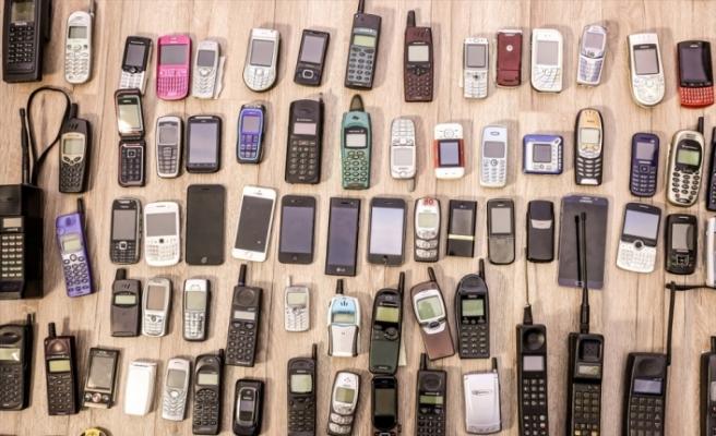 """CEPTEN İLK """"ALO""""NUN ÜZERİNDEN 27 YIL GEÇTİ - Cep telefonları 27 yılda hayatın merkezine yerleşti"""