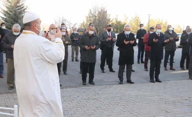 Gara bölgesinde şehit edilen polis ve askerlerimiz için cenaze namazı kılındı
