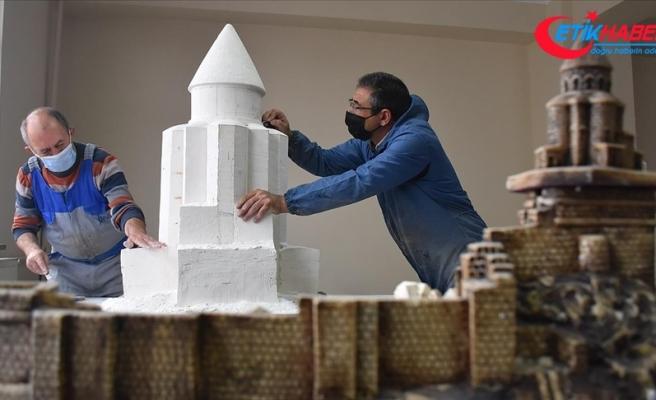 Kars'ın asırlık abide yapılarını minyatüre dönüştürdü