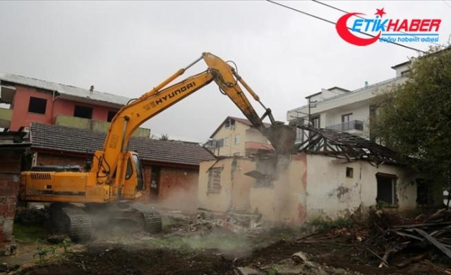 Kocaeli Valiliği ağır hasarlı 26 bina için yıkım talimatı verdi
