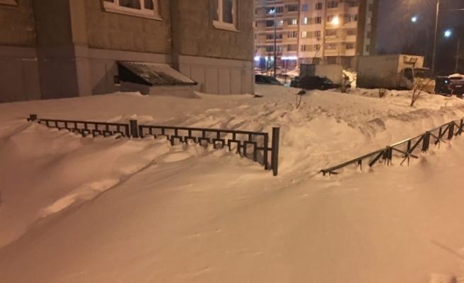 Rusya'da kar yağışı hayatı durma noktasına getirdi