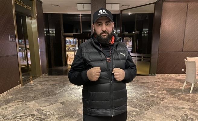 Türk boksörün karşısına çıkmayan Tanzanyalı boksörün altın kemeri elinden alındı