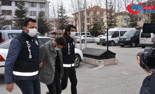 Çiğ köftenin 'acılı' olduğu gerekçesiyle çalışanı darbeden ve iş yerine saldıran 4 şüpheli adliyede
