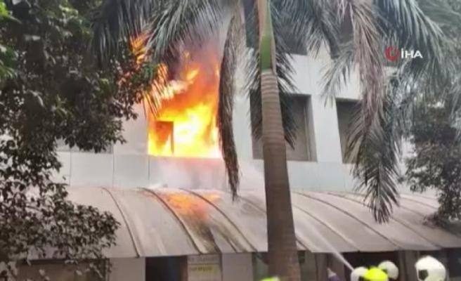 Hindistan'da korona hastalarının kaldığı hastanede yangın: 10 ölü