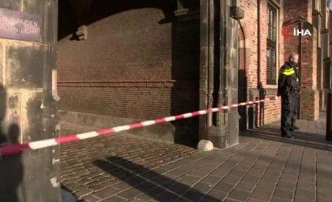 Hollanda Parlamentosu, bomba ihbarı üzerine tahliye edildi