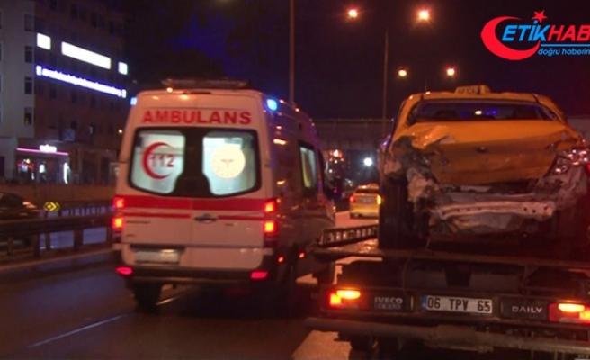 Kartal'da lüks cip ile ticari taksi çarpıştı: 3 yaralı