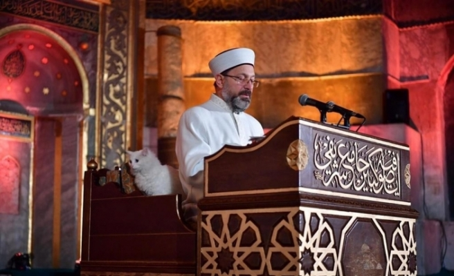 Diyanet İşleri Başkanı Erbaş İslam aleminin Berat Kandili'ni tebrik etti