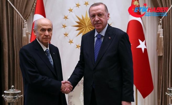 MHP Lideri Bahçeli, Cumhurbaşkanı Erdoğan'ı tebrik etti
