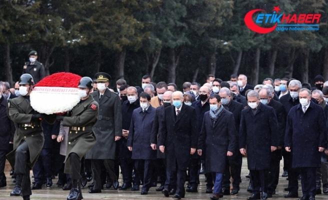 MHP Genel Başkanı Bahçeli, yeni MYK ve MDK üyeleriyle Anıtkabir'i ziyaret etti