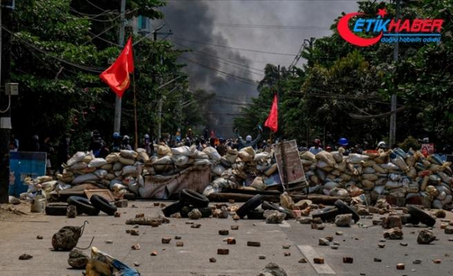 Myanmar'da bugünkü protestolarda ölenlerin sayısı 100'e yükseldi