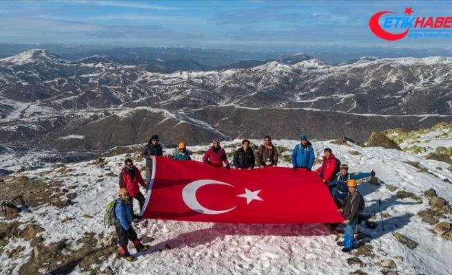 Sivas'ta dağcılar Yıldız Dağı'nın zirvesine kadar yürüdü