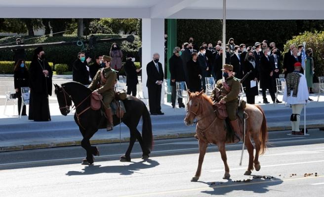 Yunanistan bağımsızlık gününü askeri geçit töreniyle kutladı