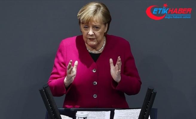 Almanya Başbakanı Merkel: Bu günlerde Aleksey Navalnıy konusunda çok endişeliyiz
