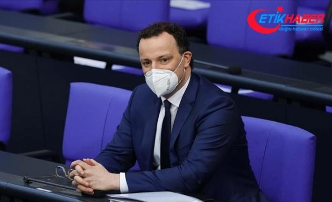 Almanya Sağlık Bakanı Kovid-19'a karşı ikinci aşıyı olanların belirli özgürlüklere kavuşabileceğini söyledi